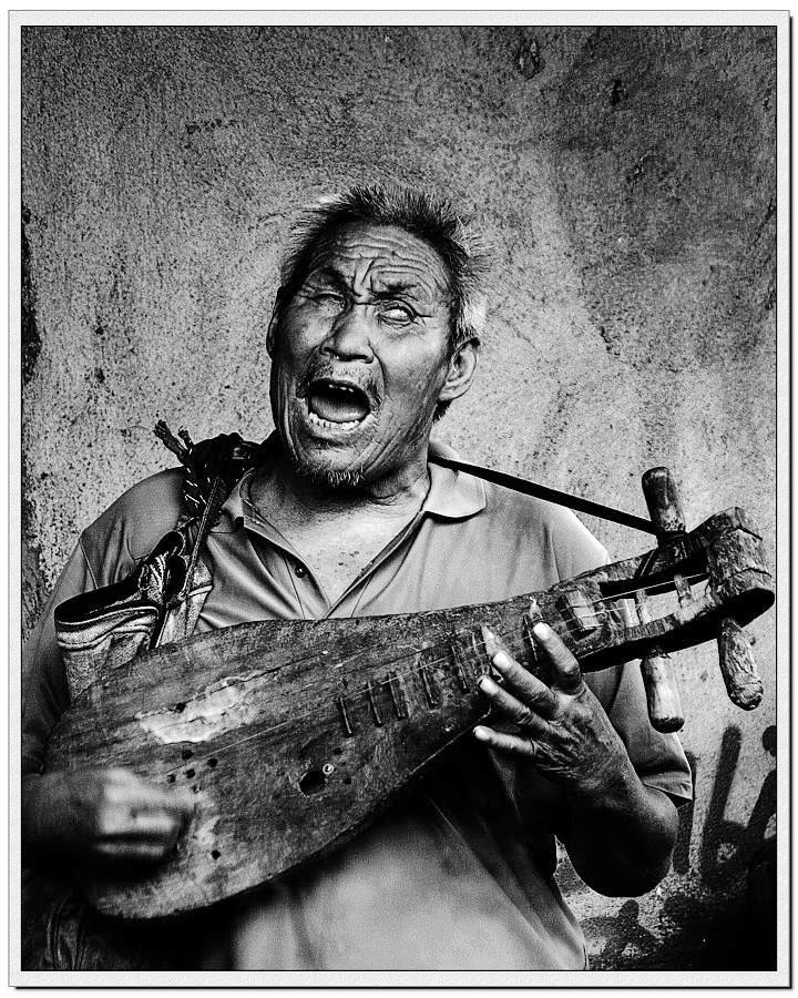 弹起我心爱的土琵琶 合唱表演-在他演艺的间隙,老伴会心疼的递上一碗清茶.-弹起心爱的土琵琶