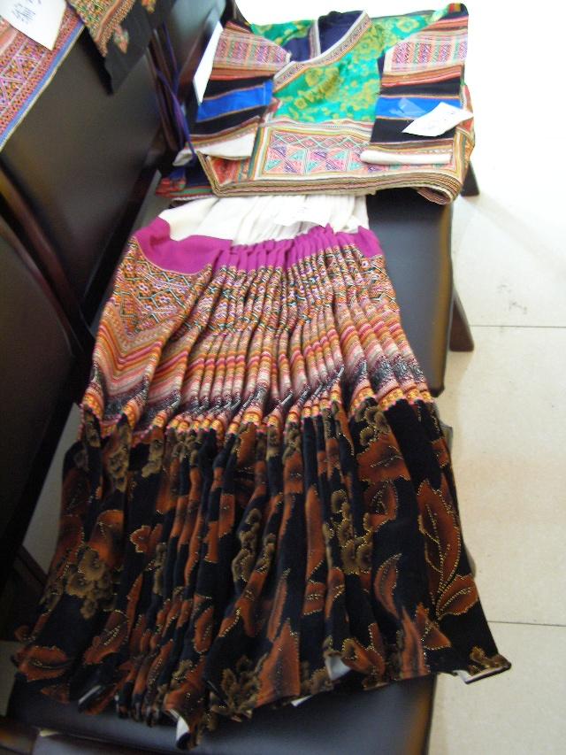 女装中老年_普安美丽的少数民族服饰特辑-秋雨的博客-搜狐博客