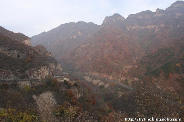 青松岭的景色秀美,现在已经是自然风景区了,名副其实,可惜雾气大,片子