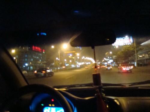 车里夜晚风景照片