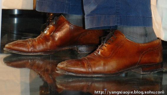 王石的烂皮鞋和旧袜子图片