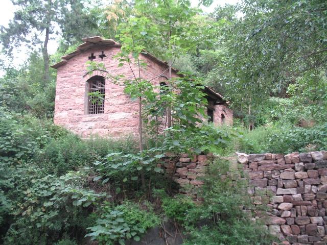 南就水村的石板房