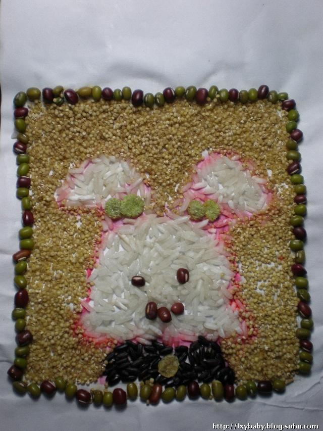小白兔用粮食做粘贴画