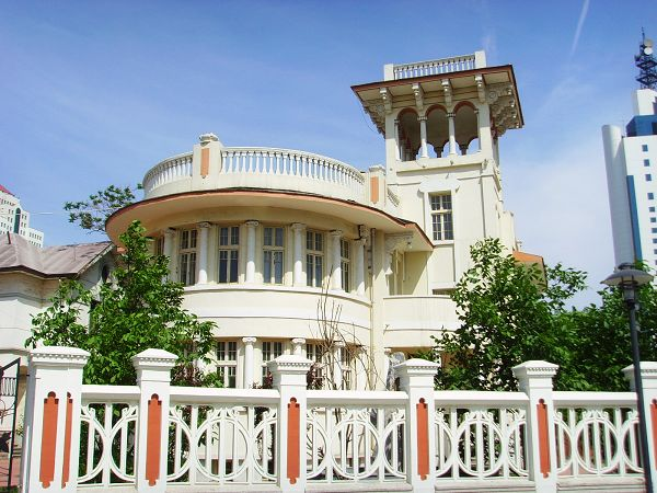 欧式别墅大门三层圆柱图片