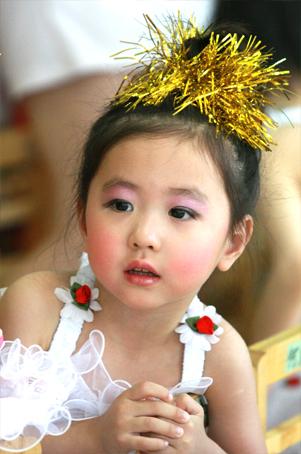 幼儿演出发型可爱